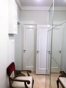 Eteisnäkymä huoneiston ovelle