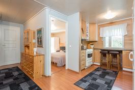 keittiö ja makuuhuone