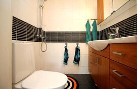 Toisen wc:n yhteydessä myös suihku