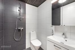 erillinen WC/suihku