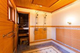 Piharakennuksen kylpyhuoneesta
