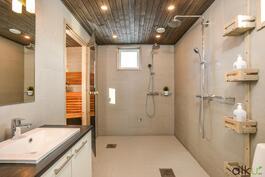 Tyylikäs kylpyhuone ihastuttaa!