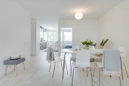 Olohuone erittäin tilava ja avoin keittiöön päin