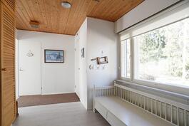 aulatilaa, johon saa helposti tehtyä kolmannen makuuhuoneen
