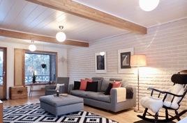 ison asunnon tilava olohuone