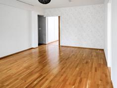 Olohuoneen takaosassa on hyvin tilaa esim. kirjahyllyille