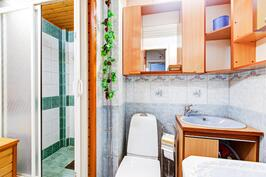 kylpyhuoneessa oma syvennys suihkulle