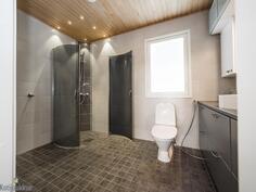 kylpyhuone (yläkerta)