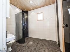 kylpyhuone (alakerta)
