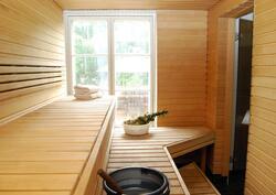 Tilava sauna lämpiää puukiukaalla