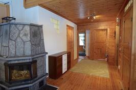 Aulasta käynti makuuhuoneisiin sekä saunatiloihin.
