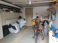 Autotalli (oven korkeus 200cm ja leveys 225cm)