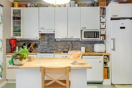 Tunnelmallinen ja toimiva keittiö