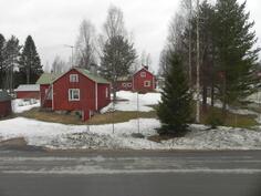 näkymät keittiön ikkunasta kylälle, länteen päin
