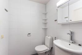 Kylpyhuoneesta 2