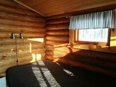 Saunatuvassa tilat kahdelle yöpymiseen.