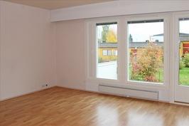 valoisa olohuone, ikkunat uusittu