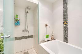 Kylpyamme päämakuuhuoneen kph:ssa