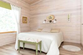 Isokokoinen makuuhuone