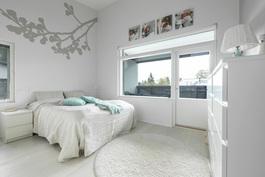 Makuuhuone käynti terassiparvekkeelle