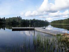 ja järvimaisemaa uimarannalta
