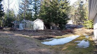 takapihalla kasvihuone ja varasto