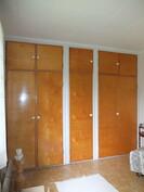 Makuuhuoneen 2 kaapistoja