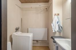 Yläkerran wc / kylpyhuone.