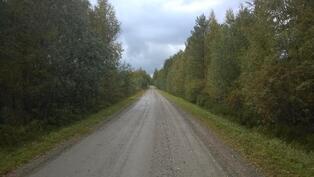 Viitarannatien vartta on noin 400 metrin matkalla, vas. kuvio 3, oik. kuvio 2