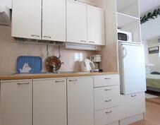 isoimman makkarin yhteydessä on oma keittiö...