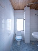 Yläkerran WC/pesuhuone