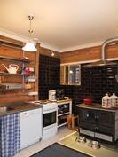 Alakerran keittiöstä