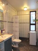 Alakerran pesuhuoneet on uusittu v. 2009