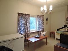 Toinen makuuhuone yläkerrassa