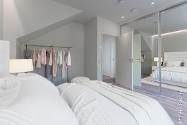 Virtuaalistailattu makuuhuone