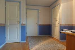 Työhuone, jossa oma sisäänkäynti, oma wc ja käynti autotalliin