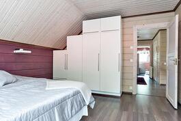 makuuhuone yläkerrassa