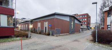 Autohallirakennus Maljalahdenkadun ja Sepänkadun kulmasta
