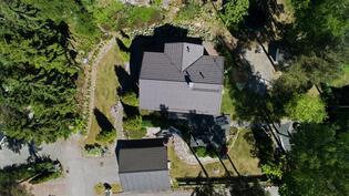 Talo kuvattuna ylhäältä päin