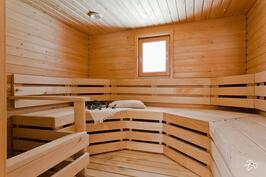 Tilava sauna sähkökiukaalla