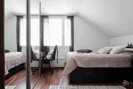 Makuuhuone 2 yläkerrassa