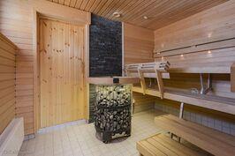 Yhtiön saunaosasto.