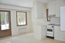 Huoneiston 10 keittiö/olohuone