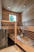 Myös saunassa saat nauttia metsäisistä näkymistä