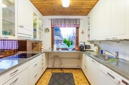 Toimiva nykyaikainen keittiö
