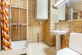 Siisti alkuperäinen kylpyhuone