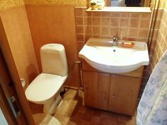 Erillinen wc makuuhuoneessa