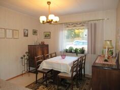 Talon sisäpinnat siistit ja asialliset, kuvassa talon kolmas makuuhuone!