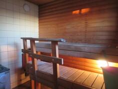 ... puulämm. pata, johon tulee myös hanavesi ja saunassa on molemmat kiukaat!