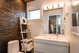 Erillinen wc (myös kylpyhuoneessa wc-istuin)